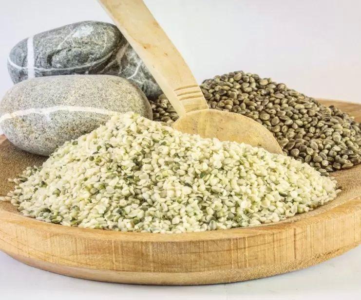 konopná semínka podporují hubnutí a detoxikují organismus