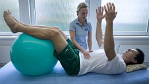 Rehabilitace musí být okamžitá a šitá na míru pacienta