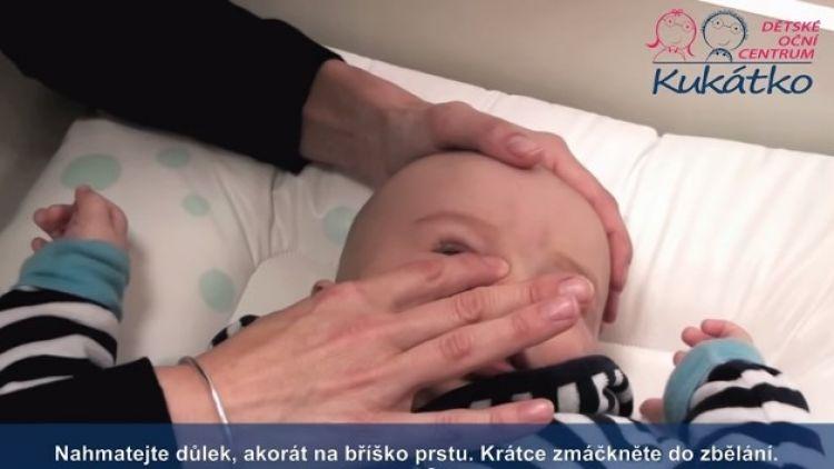 Masáž slzných kanálků u dětí